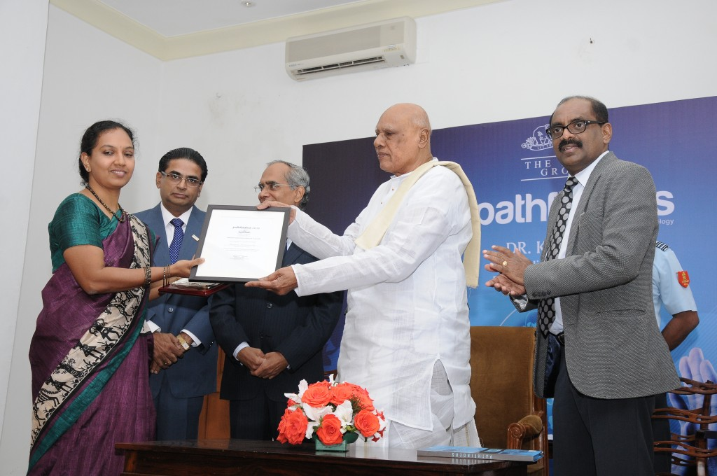 Gayathri, CTO of Maarga Systems receiving the award from Honorable Governor of Tamil Nadu His Excellency K.Rosaiah